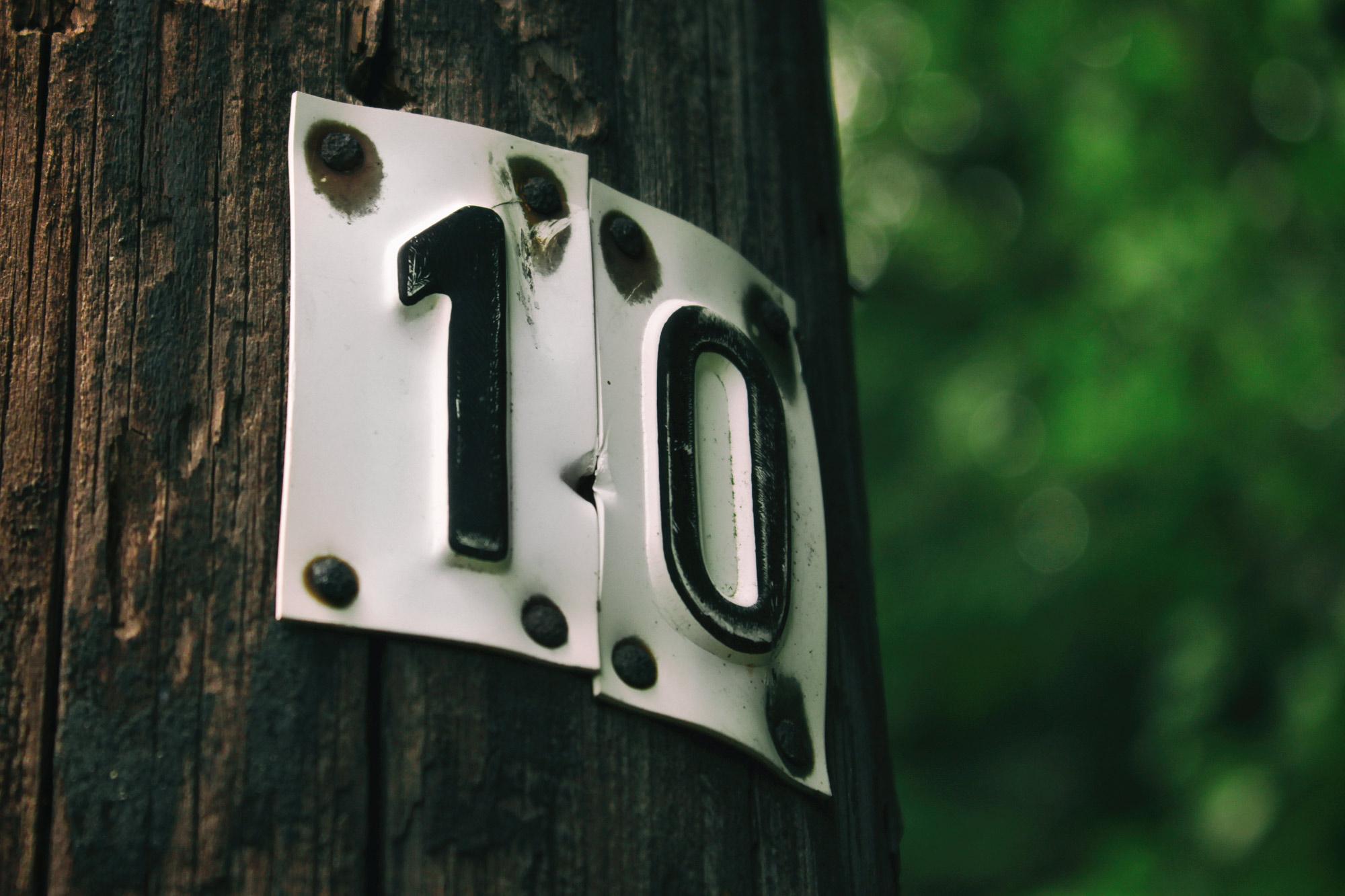 Zehn Schild